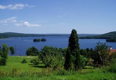 Norra Ivösjön, Ivön till höger, Västanåberget till vänster